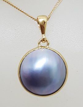 9ct Yellow Gold Round Shape Grey / Blue Mabe Pearl Pendant on Gold Chain