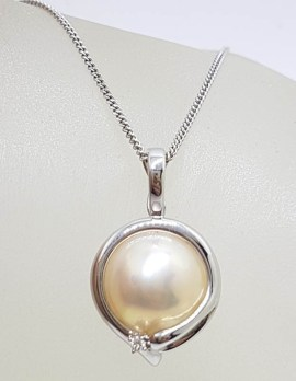 14ct White Gold Mabe Pearl with Diamond Enhancer Pendant on Gold Chain