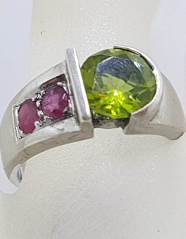 Sterling Silver Round Peridot with 2 Rubies Ring