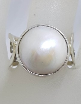 Sterling Silver Round White Mabe Pearl with Open Ornate Design Sides Ring