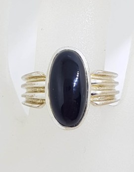 Sterling Silver Oval Onyx Line Patterned Ring