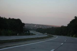 Die Betonka, eine Straße aus Betonplatten die holprig ist, aber ewig hält.