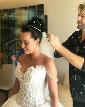 Putting the veil for bride Yana, Royalton riviera cancun