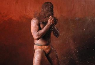 234105-indian-mud-wrestlers
