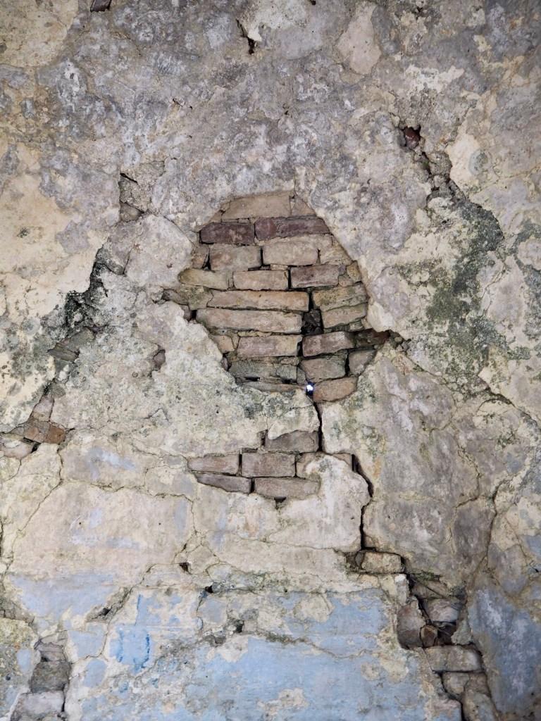 cracks in Kerkyra
