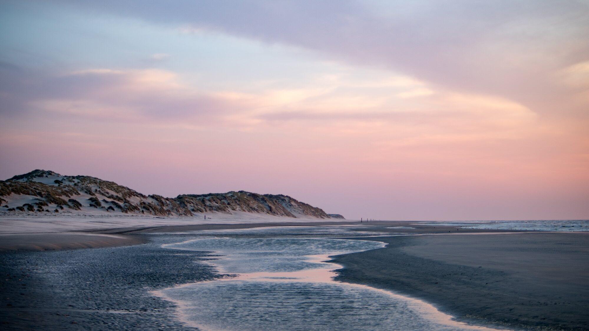 Strand bij zonsondergang, Paal 7 Terschelling