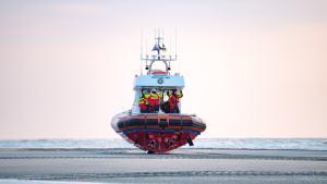 Reddingboot op het strand bij Paal 8, Terschelling