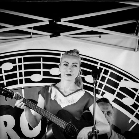 Zangeres Maryann van Maryann and the Tri-Tones.
