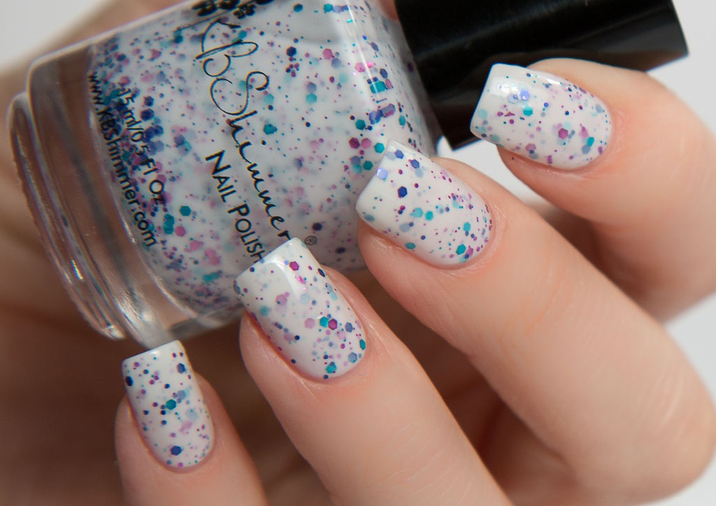 sparkly white nail varnish