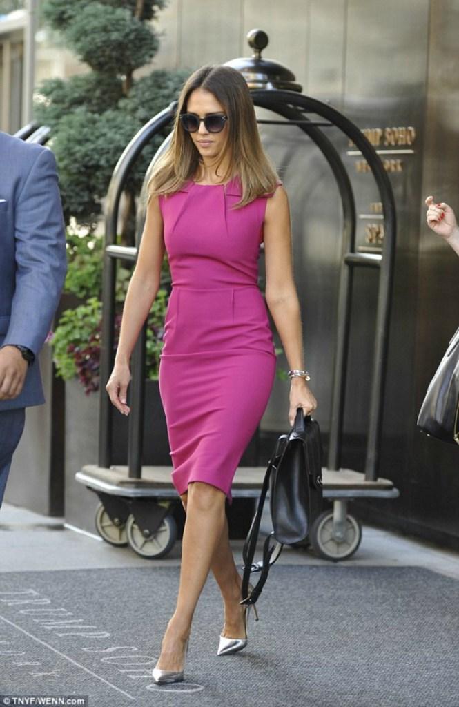 Jessica Alba in Hot Pink Shift Dress