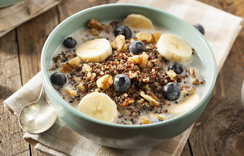 low carb breakfast idea: quinoa bowl