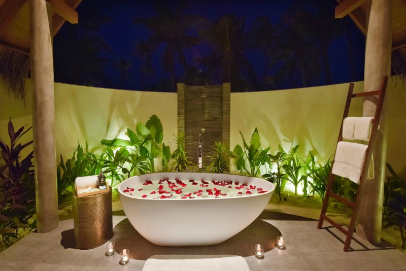 Fushi Faru Beach Villa open air bathroom Maldives