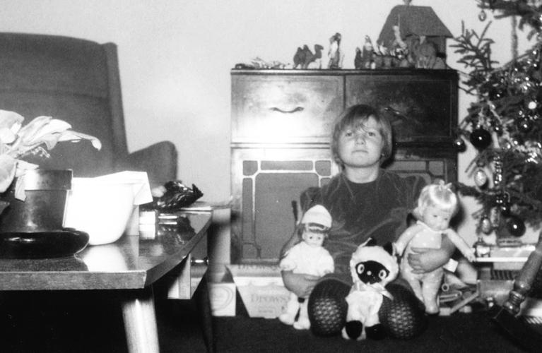 vintage photo - copyright alex inspired, vintage radio on christmas morning