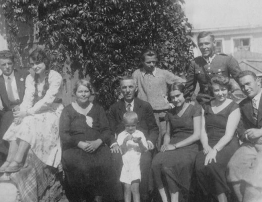 Ready to kick-start your genealogy hunt? Here are 10 questions to ask your grandparents to start you on your journey   site: Alex Inspiried – picture of her grandparents.