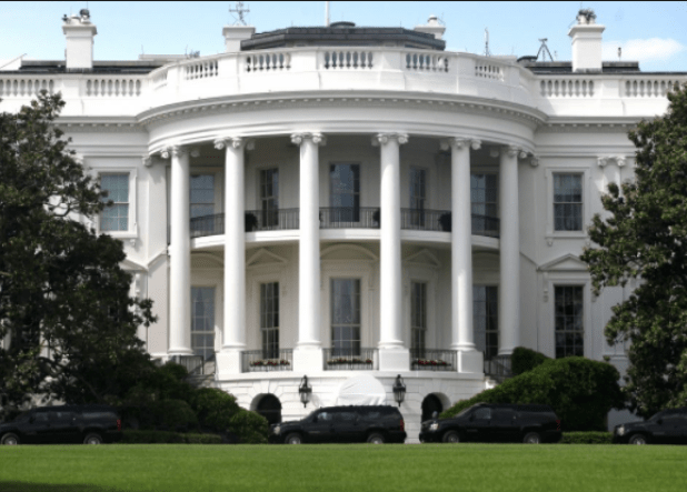 Man arrested near?White House?for having?nine guns and three knives in his car