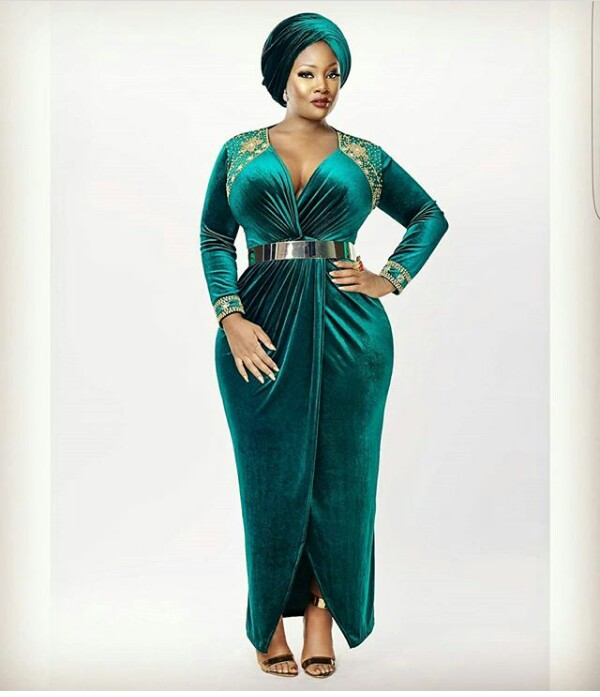 Curvy girls rock! Toolz shows off her voluptuous body in new photo