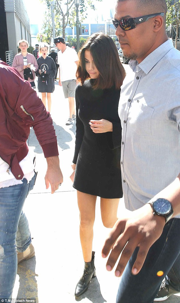 5a007a39a75c2 - Justin Bieber and Selena Gomez spotted at Hillsong church twice in the same day