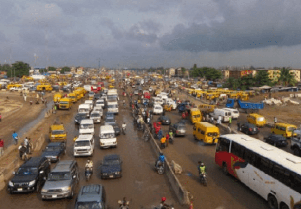 Lagos Police begins manhunt for traffic robbers who attacked two American nationals along the Oshodi-Gbagada expressway