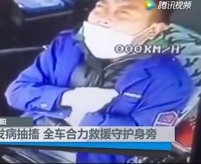 Bus driver starts convulsing behind the wheel in China (video)
