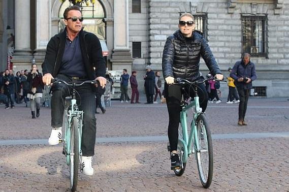 Arnold Schwarzenegger and his girlfriend Heather Milligan enjoy bike ride in Milan (Photos)