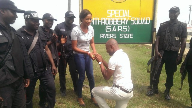 Man proposes to his girlfriend at SARS headquarters