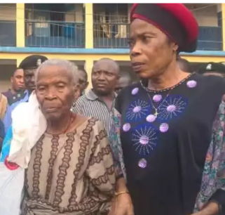 5a592caf3a97c - Robbers glue shut the mouth of 89-year-old victim so they can successfully rob her