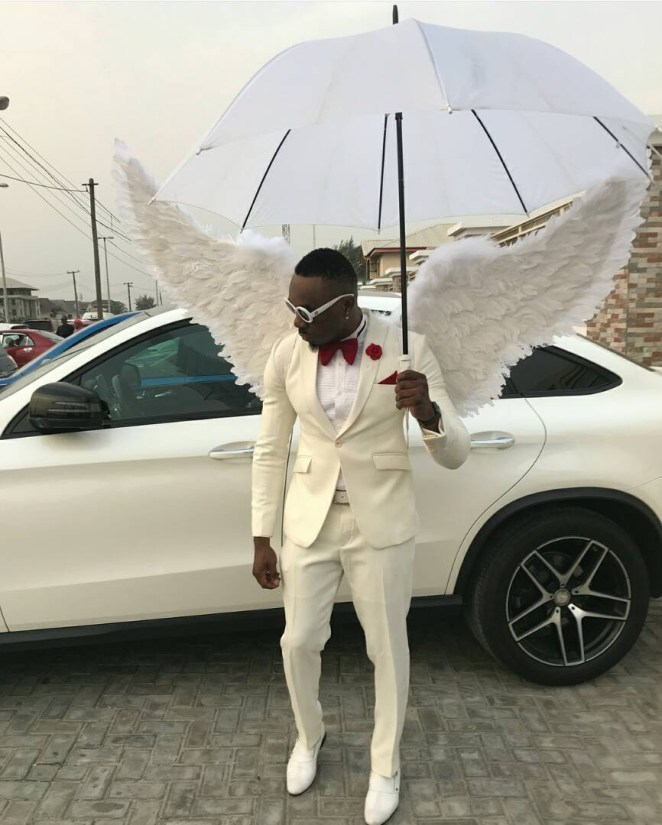 5a5a722b98a3a - Controversial socialite, Pretty Mike, attends a wedding in Lagos dressed in an angelic costume(photos)