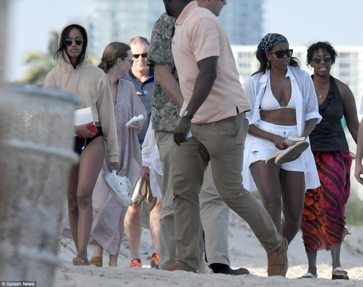Michelle Obama shows off her toned body as she rocks white bikini & cut-off shorts (photos)