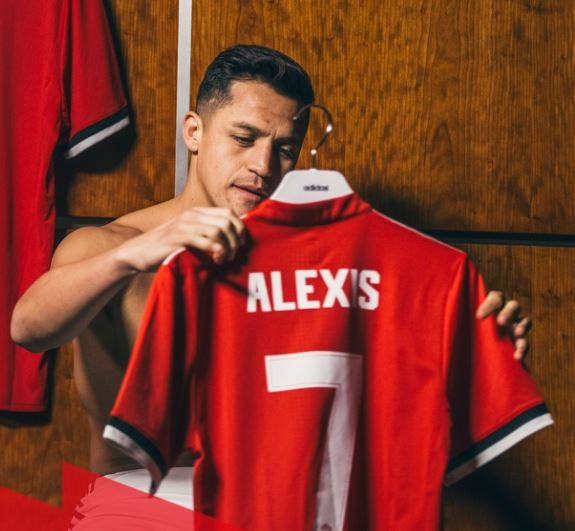 Finally, Manchester United?announce the signing of Alexis Sanchez from Arsenal