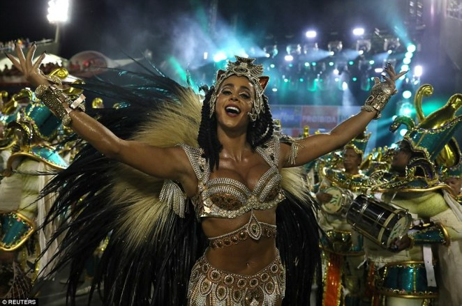5a82e4fd98f57 - 20 photos of Half-naked Brazilian dancers in sparkly G-strings & skimpy wears as they flood the street for Rio carnival (Photos)