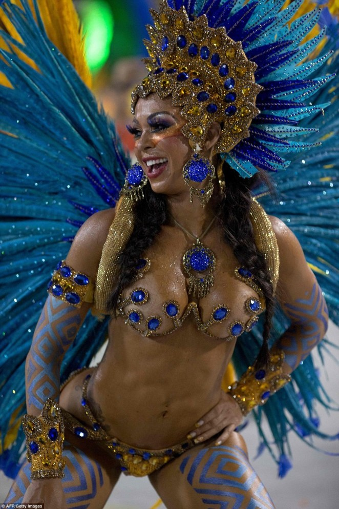 5a82e88aeb047 - 20 photos of Half-naked Brazilian dancers in sparkly G-strings & skimpy wears as they flood the street for Rio carnival (Photos)