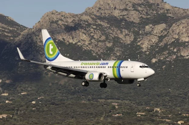 Passenger drops farts with such a bad smell pilot is forced to make emergency landing