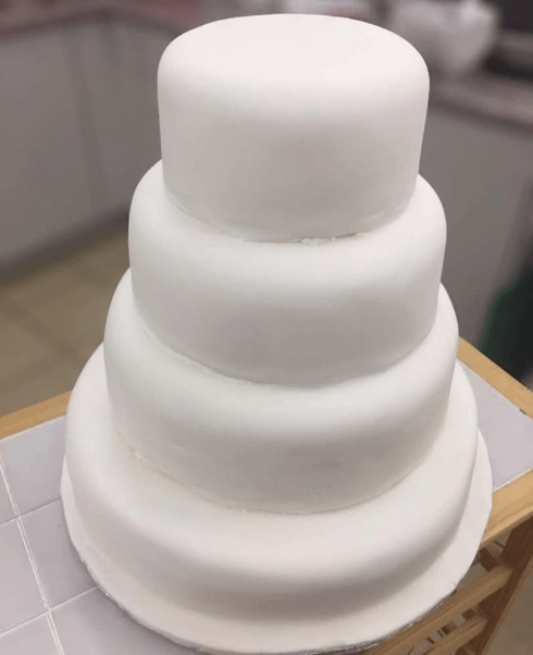 Wow! Dolapo Osinbajo reveals she made her daughter's wedding cake by herself, shares the entire process from start to finish