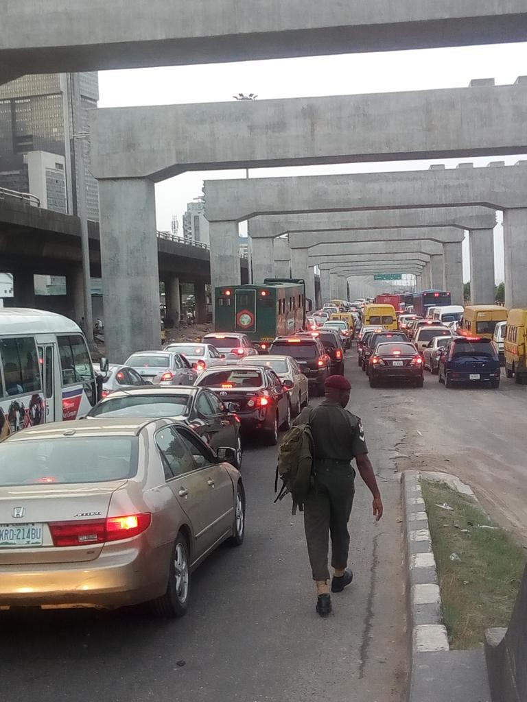 Photos/video: Lagosians resort to trekking as major roads are blocked due to President Buhari
