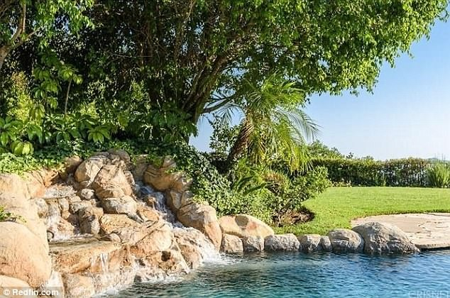 Kendrick Lamar splashes $2.65million on a sprawling mansion in Calabasas (Photos)