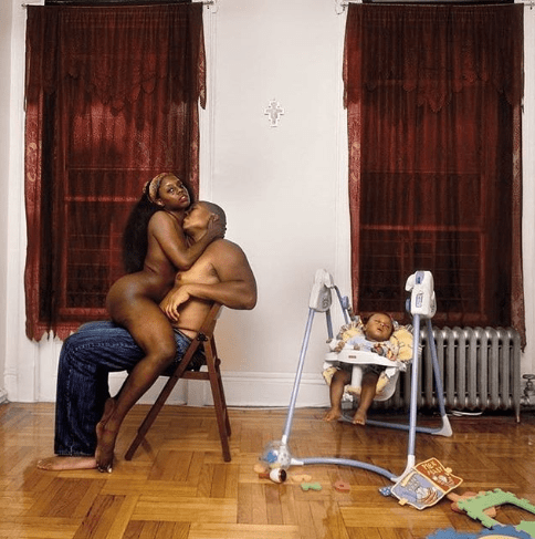 So inappropriate! Parents pose completely naked with their child present (+18)
