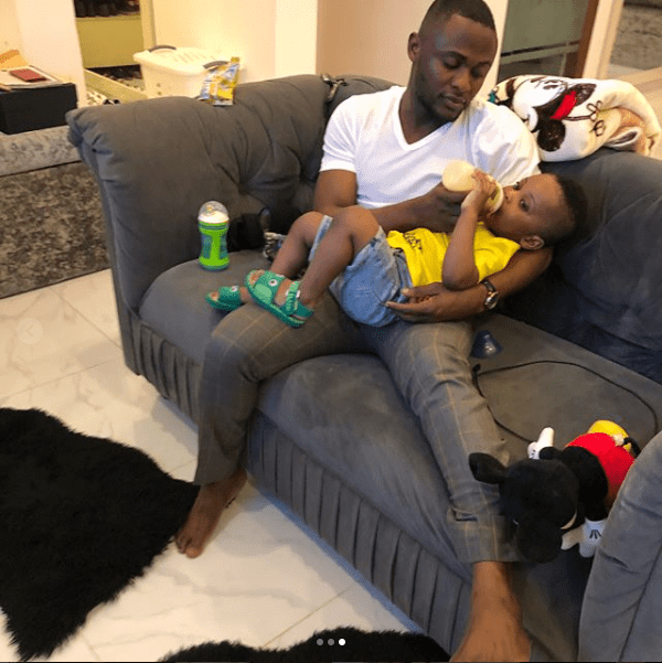 DaddyDuties! Ubi Franklin shares photos of himself bottle-feeding his cute son Jayden  DaddyDuties! Ubi Franklin shares photos of himself bottle-feeding his cute son Jayden 5b449d9288e44