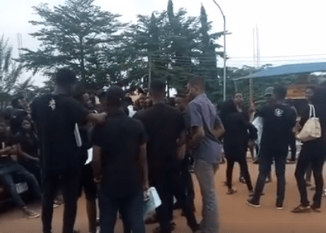 Photos: Nnamdi Azikiwe University students protest death of final year student as school authorities release official statement on the unfortunate incident