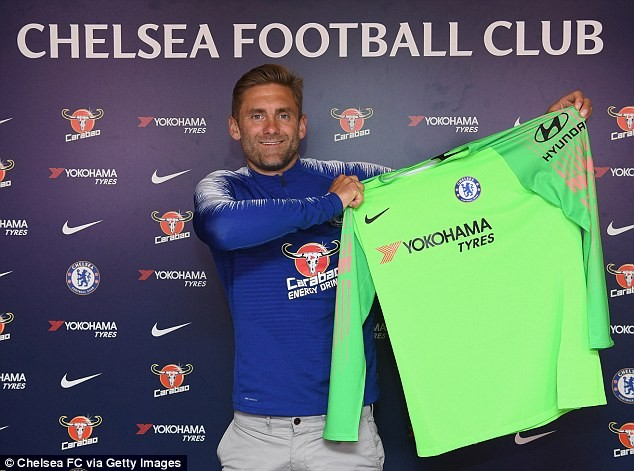 Chelsea sign 38-year-old goalkeeper Rob Green ahead of next season?