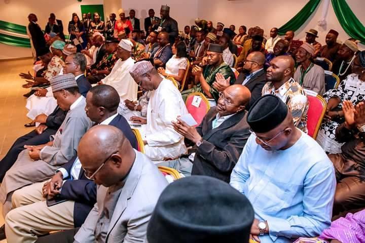President Buhari meets Nigerian community in Togo