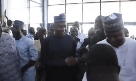 Videos: Senate president Bukola Saraki arrives National Assembly to chants of