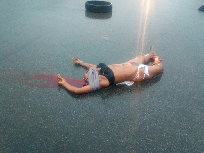 Graphic: Corpse of a lady with her head and one of her breasts chopped off, dumped by the roadside in Imo state
