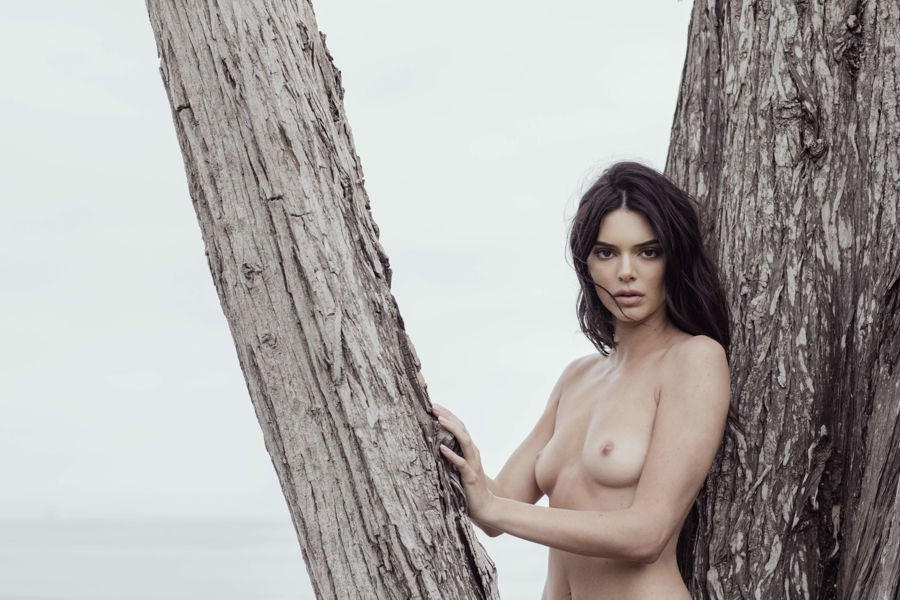 Naked photos of Kendall Jenner leaks, making her the #1 trending topic as social media users bodyshame her (+18)