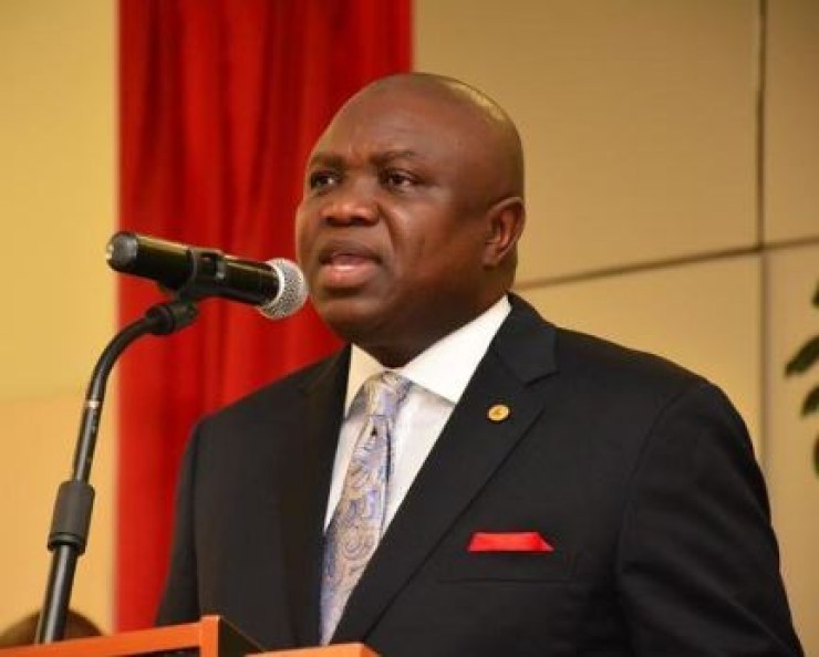Governor?Ambode directs Public Works Corporation to fix?potholes on Lagos roads in 4 weeks