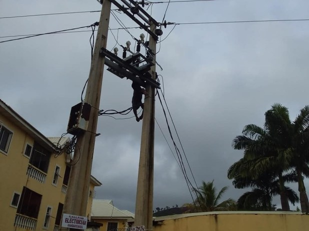 Graphic: Thief with charm in his mouth electrocuted while trying to steal copper in Abuja