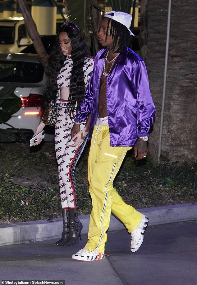 5bcc5146c6434 - Wiz Khalifa and his new girlfriend Winnie Harlow step out together in LA (Photos)