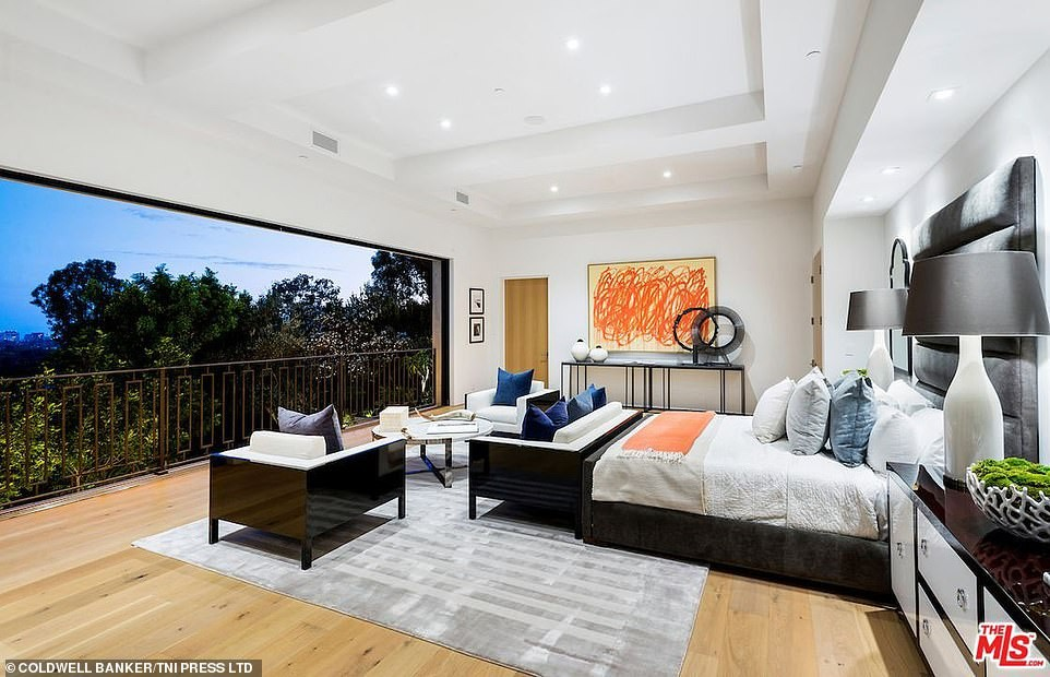 Kylie Jenner & her boo Travis Scott buy $13.45M lavish Beverly Hills mansion (photos)