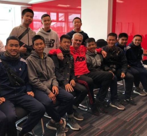 Thai cave?survivors meet Jose Mourinho during their trip to watch Manchester United VS Everton at Old Trafford (Photos)