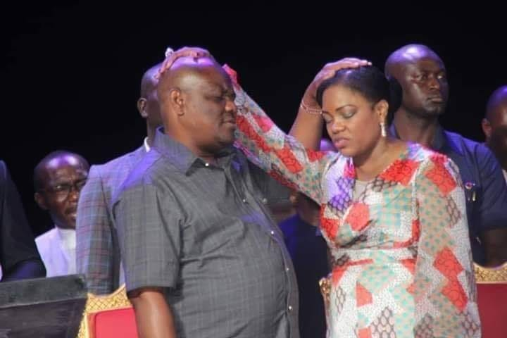 Lovely photo of Governor Wike and his wife, Suzette, praying for themselves