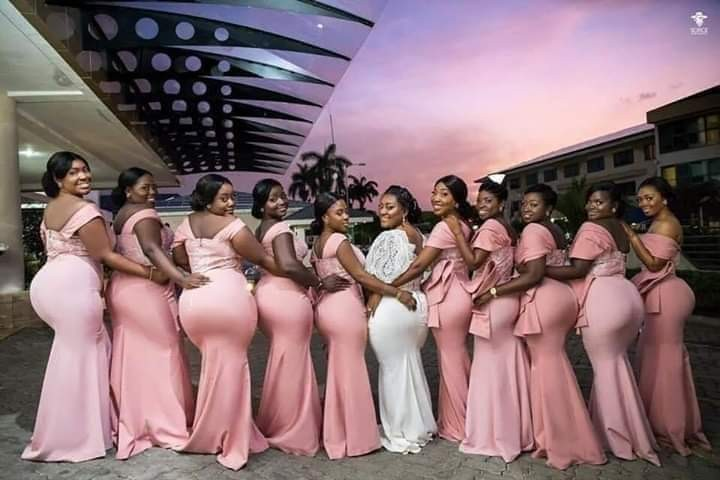 Check out this striking photo of a bride and her bridesmaids flaunting their massive backsides